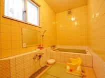 ペンション1階の家族貸切風呂