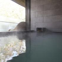 【さぎそう&かたくり】展望風呂に差し込む箱根の輝く光は、満ち足りた瞬間を感じます。