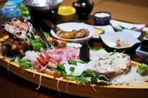 舟盛り付きプランは4名様に1台舟盛り付きです!新鮮な海の幸をご賞味ください。