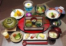 御朝食 ダイニングルーム「甘露」・「蓮華の間」  06:30〜11:00 (L.O.10:00)