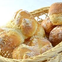 □焼き立てパン