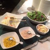 【スカイバンケット】色とりどりの新鮮なサラダもご用意