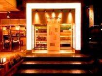 【ワバール】ホテル1Fのカフェバー。陽気なスタッフがお待ちしております。
