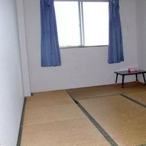 何もないけど、何だか落ち着く和室です。