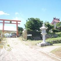 ヨロン島で一番の高台に位置する与論城跡に「琴平神社」と「地主神社」が並んであります。