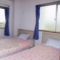 1室限定10畳のお部屋は、ベッド2つ・トイレ・バス付です!