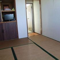 小さなお子様にも安心の和室6畳のお部屋です。