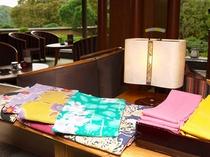 女性のお客様は、お好みの色浴衣と帯がお選び頂けます。(ラウンジ『茶倶楽』にて)