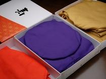 長寿のお祝い賀に欠かせない『ちゃんちゃんこ』。ご年齢によって赤・紫・黄色の3種類があります。