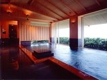 同じく眺望抜群の大浴場【月の湯】。露天風呂【星の湯】が併設されています。