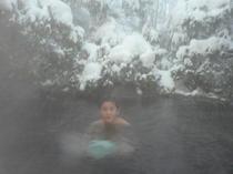 雪の日の露天風呂