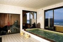 24時間入浴可能な天然温泉(内湯)