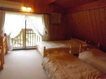 2Fの寝室です!セミシングルベット1台シングルベット4台