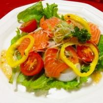 【夕食】お肉コースは洋食風に♪『カルパッチョサラダ』が付きます☆