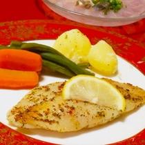 【夕食】お魚コースのメイン『旬魚のムニエル』『かれいの薄引き【写真が切れてしまいました(泣)】』