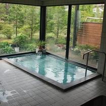 お風呂全景写真.営業時間は23:00まで、朝は6:00からチェックアウト10時までです。