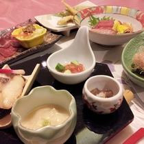 *【夕食例】旬の味覚を楽しめる会席料理。