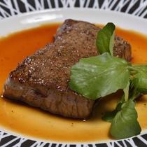 *【お肉料理一例】質にこだわった国産牛は旨みたっぷり♪