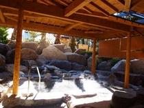 館内の大浴場では、露天風呂もご利用いただけます。