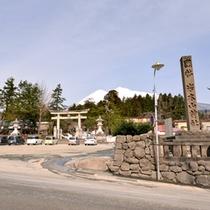 *岩木山神社/宝亀11年(780)に岩木山頂に祠が建てられたという古社。地元津軽人の生活と心のよりどころ。