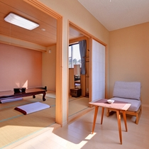 *和室6〜8畳(客室一例)/窓辺に腰かけて、ゆっくり津軽富士を眺める至福の時。