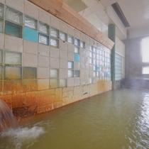 *大浴場/24時間入浴OKが嬉しい、源泉かけ流し100%の天然温泉。肌に染み入る元湯の心地よさを存分に。
