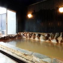 【内湯】100%掛け流し温泉で旅の疲れを癒してくださいませ。