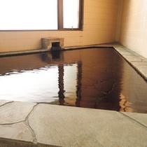 *無色無臭で肌触りのいい癖の少ない弱アルカリ低張性高温泉です