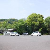 *(駐車場)大型バスも駐車可能です