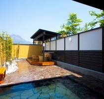 大浴場(露天風呂と壺湯)
