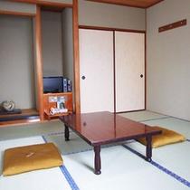 【和室一例】畳のお部屋でゆっくりお寛ぎください。