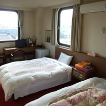 【洋室ツイン一例】全室Wi-Fi完備!広々とゆったりとした客室でお寛ぎください。