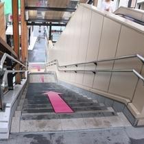 【箱根湯本駅】歩行者用連絡通路降り口