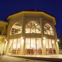 *【レストラン:外観】お洒落な洋風の建物。こちらで朝・夕食をお召し上がりいただきます。