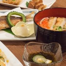 沖縄づくし!のお料理をお楽しみください。