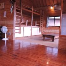 【お部屋(コテージ)一例】6名定員のお部屋には、2段ベッド仕様の造りとなっております。