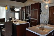 全ての設備が整ったキッチン。大人数でのパーティにも楽々余裕で対応できます。