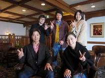 ご結婚おめでとうございます。美男美女の夫婦ですね。次に軽井沢にいらっしゃる時も遊びに来て下さいね。