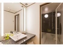 プレミアムルーム洋室 明るく清潔感のある洗面とバスルーム♪