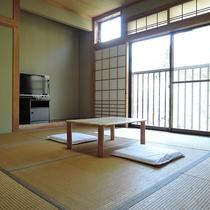 *【お部屋】和室8畳☆純和風で落ちつく雰囲気です。