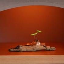 【和洋室飾り】それぞれのお部屋に心が和む拘りの飾りを置いております。