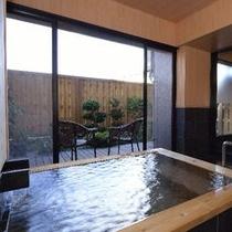 【貸切】天然温泉で掛け流しの半露天風呂。45分2100円でご利用可。お客様から高い評価を頂いてます。