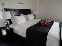 フカフカで広々USキングサイズベッドは、こだわりの天然ラテックス&ポケットコイルマットレス