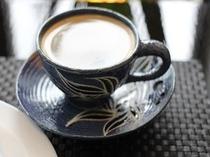 挽き立てのおいしいコーヒーをやちむんの器でどうぞ。