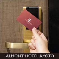 客室のロックは非接触方式のカードキー方式を採用