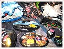 お帰りの際にサザエの貝殻の布貼りをご希望される方は係に申しつけください。