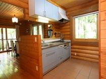 フルシステムキッチンには冷蔵庫、レンジ、炊飯器、食洗機、トースター、コーヒーメーカー等必需品完備