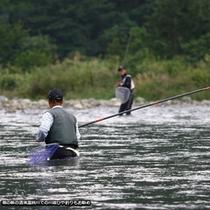 宿の前の 清流藁科川での鮎釣り イメージ