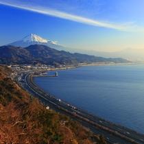 【周辺観光】 イメージ 東名高速から見える富士山