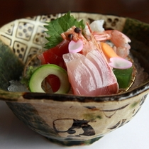 【夕食】一例 新鮮なお刺身